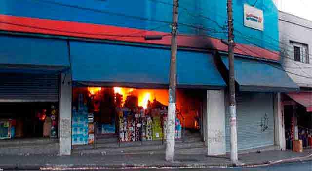 Incêndio em loja comercial